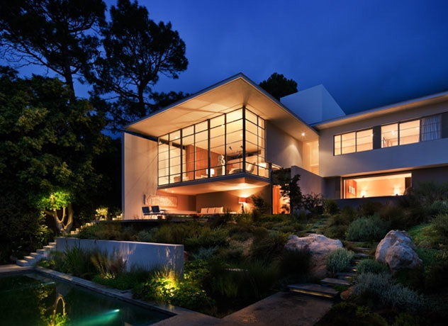 Beautiful House in Cape Town With Amazing Backyard_image