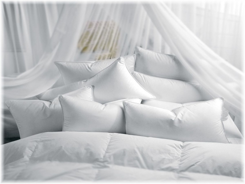How to Use Cushions to Decorate Your Bed_image