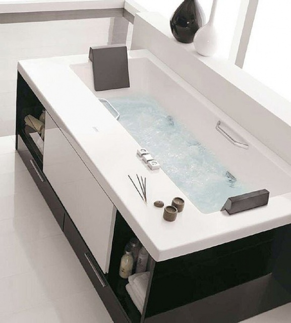 Bathtubs with Incorporated Drawers and Shelves_image