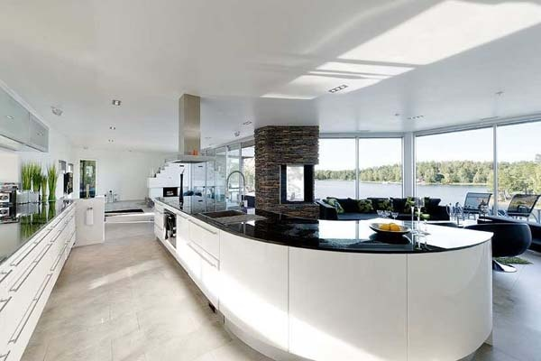 Bright Residence Near Water in the Stockholm Archipelago_image