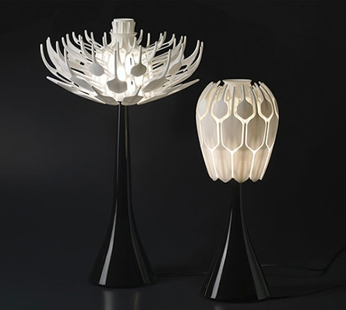 Bloom Table Lamp Comes To Life at Your Command_image