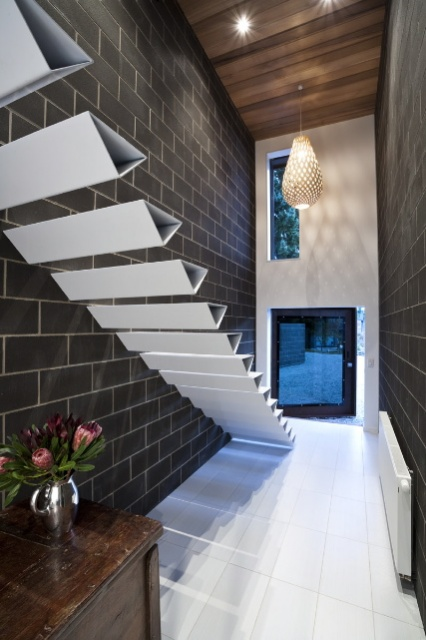 Interesting Floating Staircase Designs_image