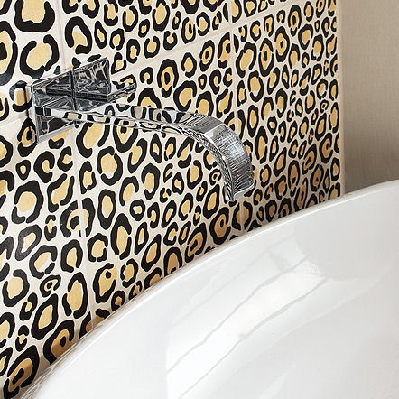 Animal print bathroom decor for Bathroom ideas zebra print
