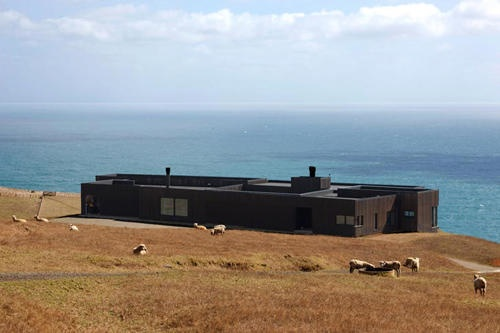 Parihoa Farmhouse in New Zealand_image