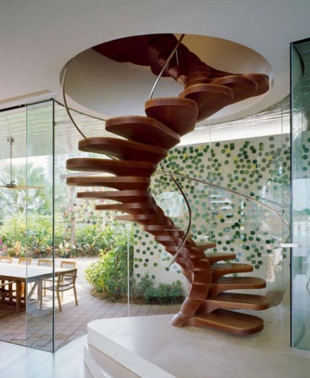 Stunning Staircase Spirals Out from a Single Spine_image
