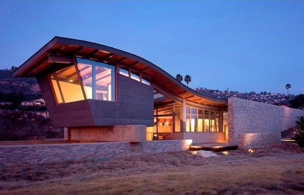 Cliff Top House with Interesting Architecture and Breathtaking Views_image