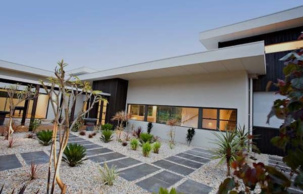 Bright and Charming Modern Residence Surrounded by Nature_image