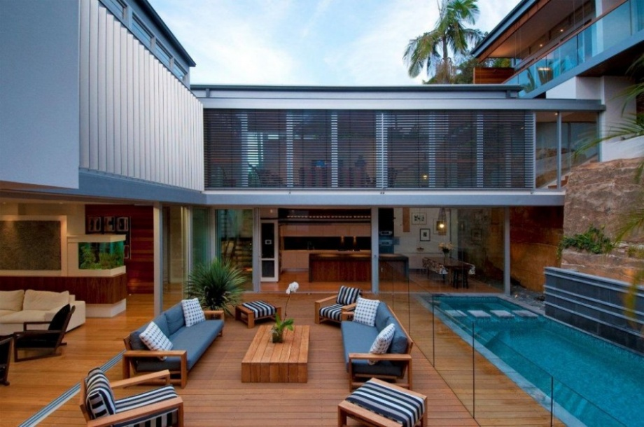 A House With a Fantastic Inside Courtyard_image