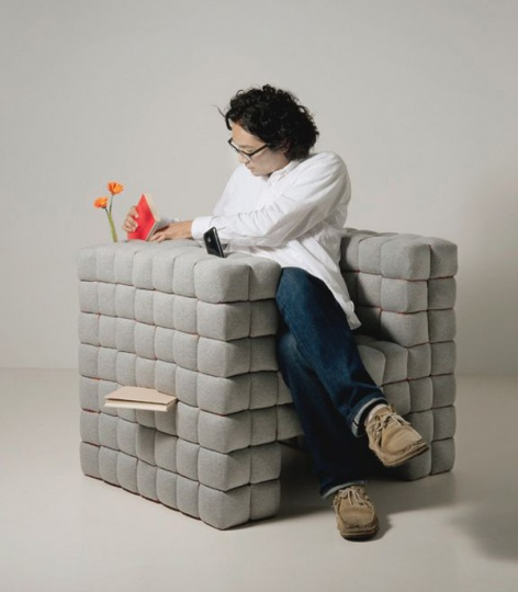 "Cool ""Lost in Sofa"", the Black Hole of Small Objects_image"