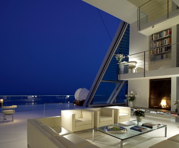 Amazing House Overlooking the Mediterranean_image