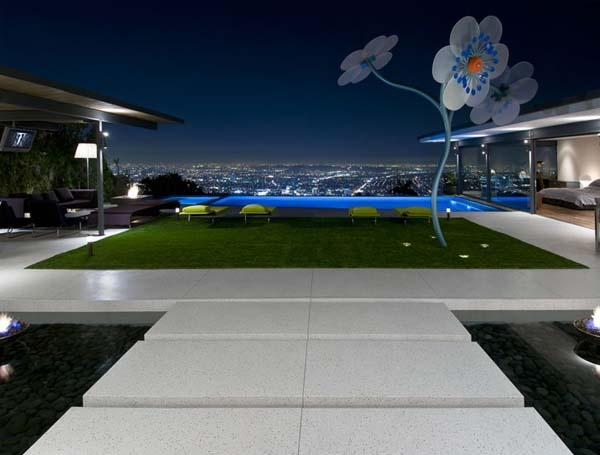 Breathtaking Residence in the Hollywood Hills Featuring Stylish Interiors_image