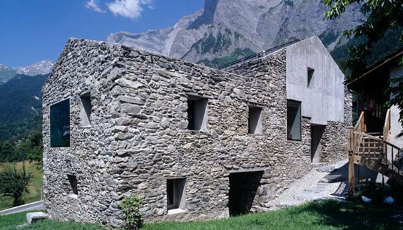Rustic Mountain Architecture in Swiss Alps_image