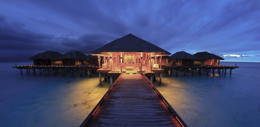 Luxurious Holiday Villas in the Maldives_image