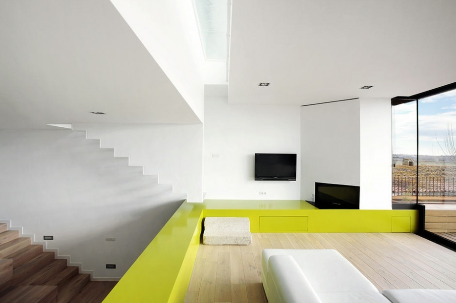 Great Example of Minimalism in House in Spain_image