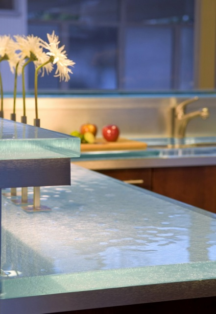 Radiant Glass Counter Tops in the Kitchen_image