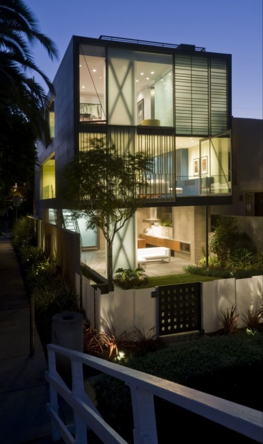 Hover House in Los Angeles_image
