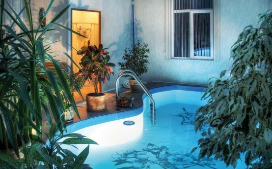 How to Make Your Swimming Pool Fashionable with Special Stickers_image