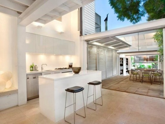 Light And Airy Tropical House Without Indoors-Outdoors Boundary_image