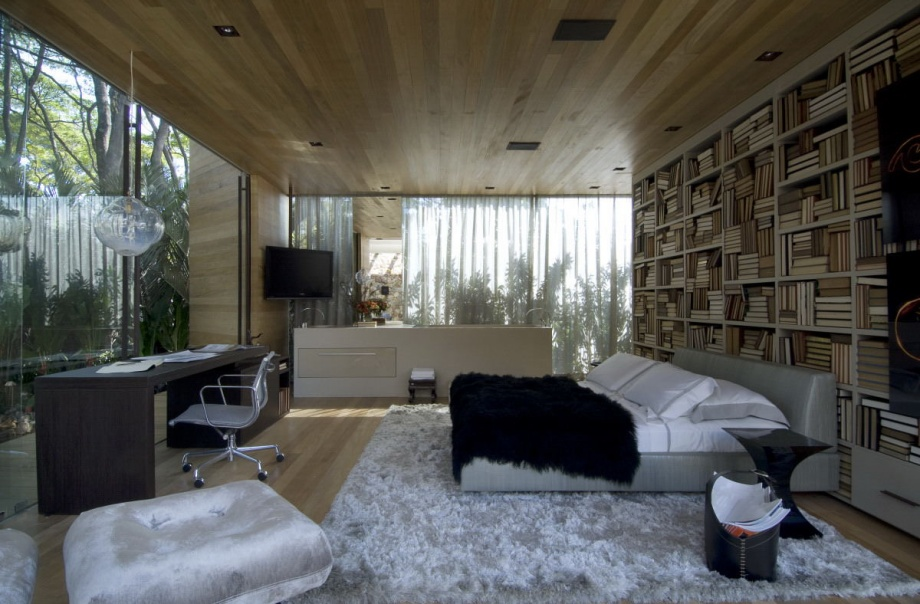 Beautiful House With Open Rooms_image