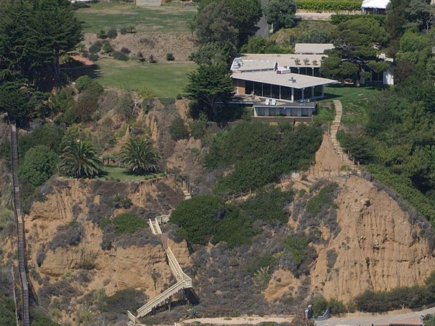 Former  Angelina Jolie and Brad Pitt House in Malibu_image