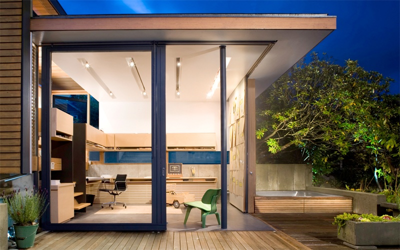 Small Fully Functional Home Office in a Courtyard_image