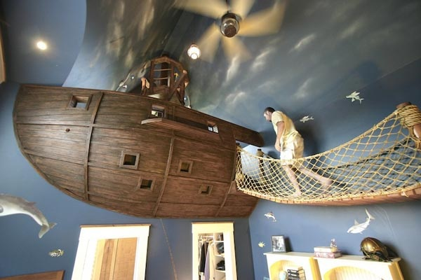 Stunning Kids Room With a Pirate Ship In It_image