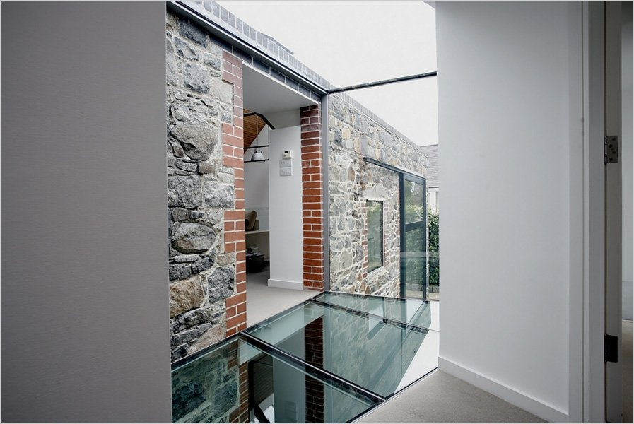 Medieval Barn Transformation Into a Super-modern House_image