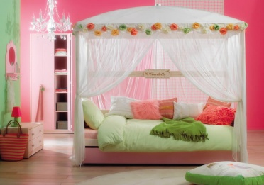 Roses Four Poster Bed