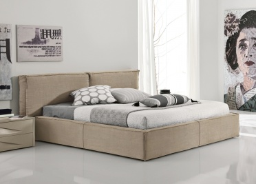 Como Upholstered Bed