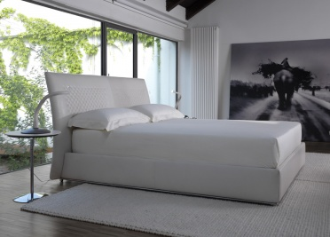 Chandelier Leather Bed _main_image