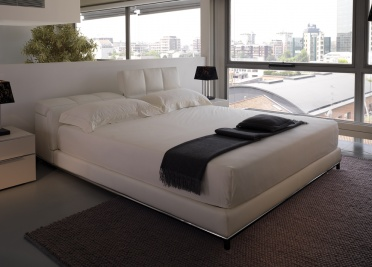 Nick Leather Bed